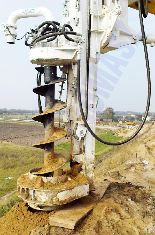 Osprzęt wiertniczy koparkowy typu OKM-800