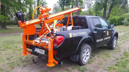Lekka wiertnica geologiczna na samochodzie pick-up LWP16S produkcji firmy Bipromasz